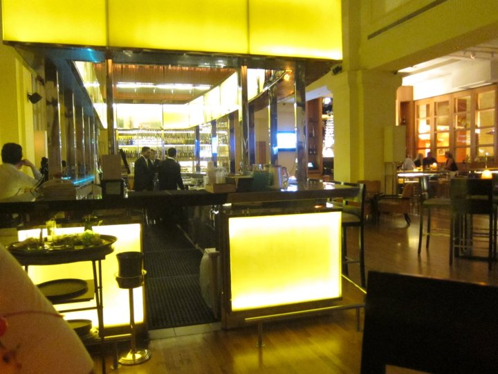Post Bar in the Fullerton Hotel